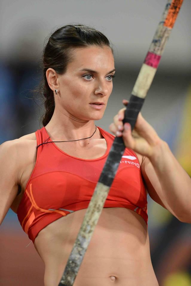 Russia's Yelena Isinbaeva en route to winning gold at the season's first Diamond League meet.